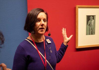 Ina Hauer, Führung durch eine Ausstellung